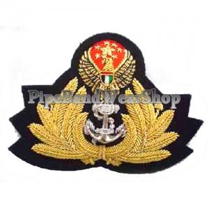 http://www.pipebandwear.biz/911-1088-thickbox/united-arab-emirates-navy-cap-badge.jpg